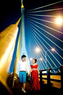 Stephanie and Kelvin's Rama VIII Bridge pre-wedding (prenuptial, engagement session) in Bangkok, Thailand. Rama VIII Bridge_Bangkok_wedding_photographer_Stephanie and Kelvin_26.JPG