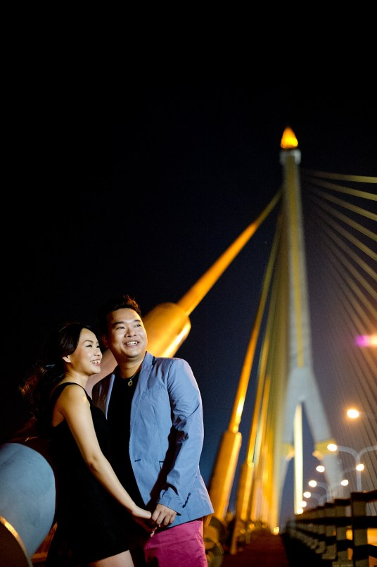Wu and Lai's Rama VIII Bridge pre-wedding (prenuptial, engagement session) in Bangkok, Thailand. Rama VIII Bridge_Bangkok_wedding_photographer_Wu and Lai_283.TIF
