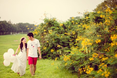 Stephanie and Kelvin's Rod Fai Park pre-wedding (prenuptial, engagement session) in Bangkok, Thailand. Rod Fai Park_Bangkok_wedding_photographer_Stephanie and Kelvin_10.JPG