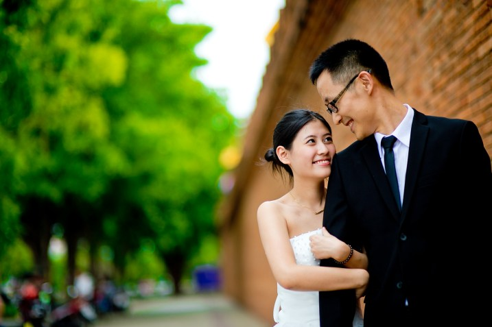 Kuma and Novia's Tha Phae Gate pre-wedding (prenuptial, engagement session) in Chiang Mai, Thailand. Tha Phae Gate_Chiang Mai_wedding_photographer_Kuma and Novia_17.JPG