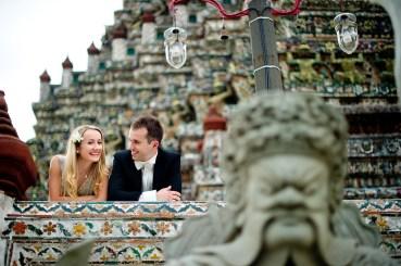 Anna and Kamil's Wat Arun pre-wedding (prenuptial, engagement session) in Bangkok, Thailand. Wat Arun_Bangkok_wedding_photographer_Anna and Kamil_08.TIF