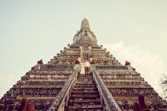 Gloria and Evan's Wat Arun pre-wedding (prenuptial, engagement session) in Bangkok, Thailand. Wat Arun_Bangkok_wedding_photographer_Gloria and Evan_2276.TIF