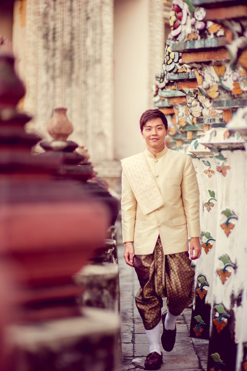 Gloria and Evan's Wat Arun pre-wedding (prenuptial, engagement session) in Bangkok, Thailand. Wat Arun_Bangkok_wedding_photographer_Gloria and Evan_2277.TIF