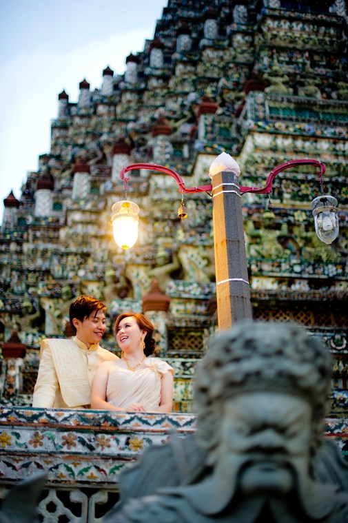 Gloria and Evan's Wat Arun pre-wedding (prenuptial, engagement session) in Bangkok, Thailand. Wat Arun_Bangkok_wedding_photographer_Gloria and Evan_2284.TIF
