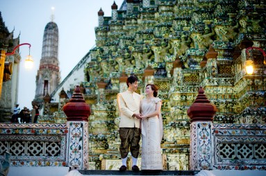 Gloria and Evan's Wat Arun pre-wedding (prenuptial, engagement session) in Bangkok, Thailand. Wat Arun_Bangkok_wedding_photographer_Gloria and Evan_2285.TIF