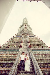 Moon and Chau's Wat Arun pre-wedding (prenuptial, engagement session) in Bangkok, Thailand. Wat Arun_Bangkok_wedding_photographer_Moon and Chau_115.TIF