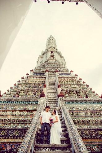 Moon and Chau's Wat Arun pre-wedding (prenuptial, engagement session) in Bangkok, Thailand. Wat Arun_Bangkok_wedding_photographer_Moon and Chau_115.TIF