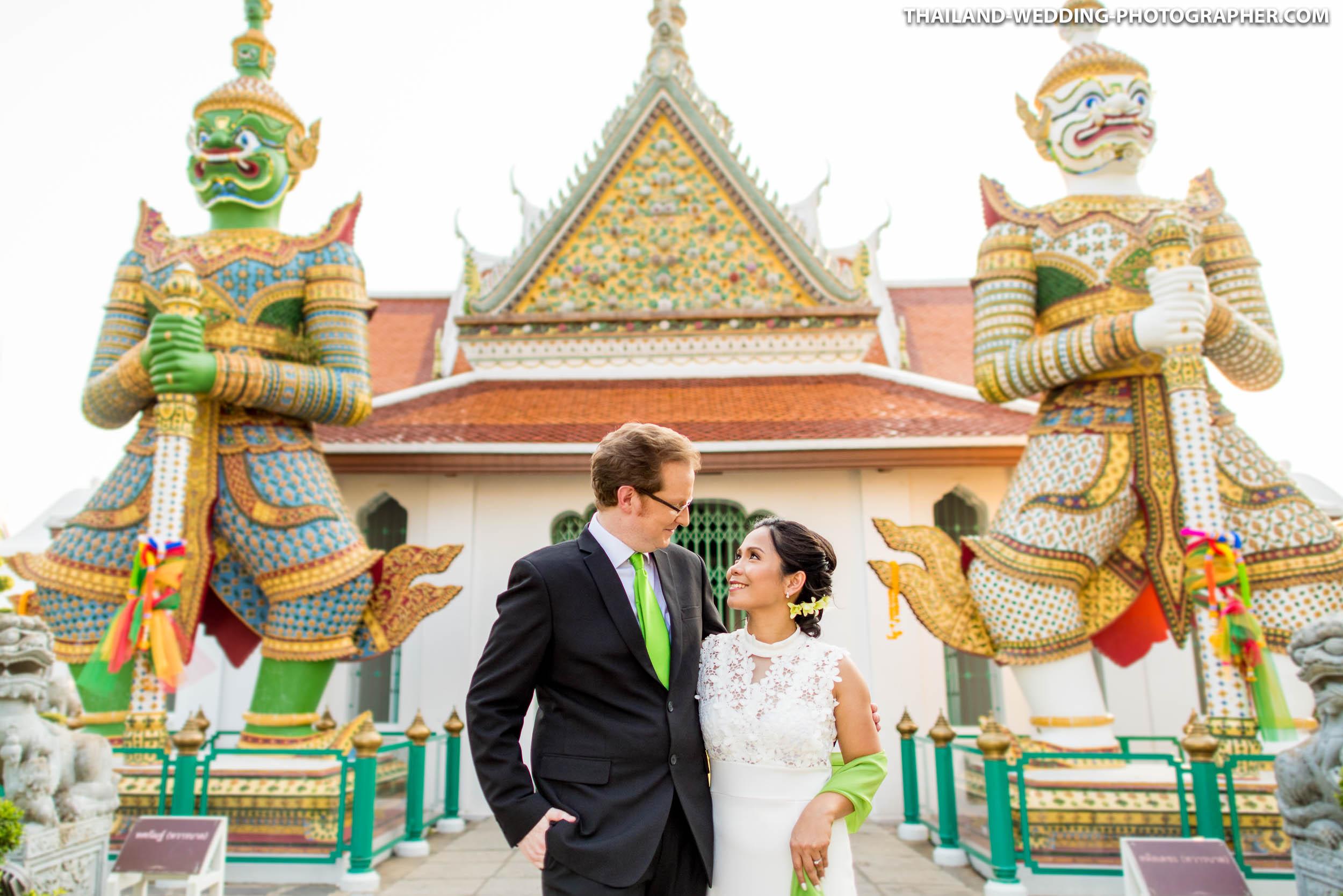 Wat Arun Bangkok Engagement Session | Photo of the Day