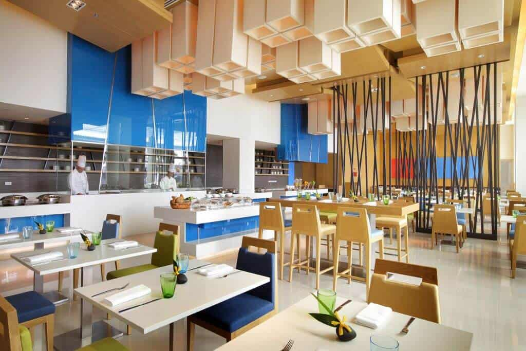 Cafe G at the Holiday Inn Pattaya is perfect to hang out and enjoy the atmosphere. Thailand Event Guide