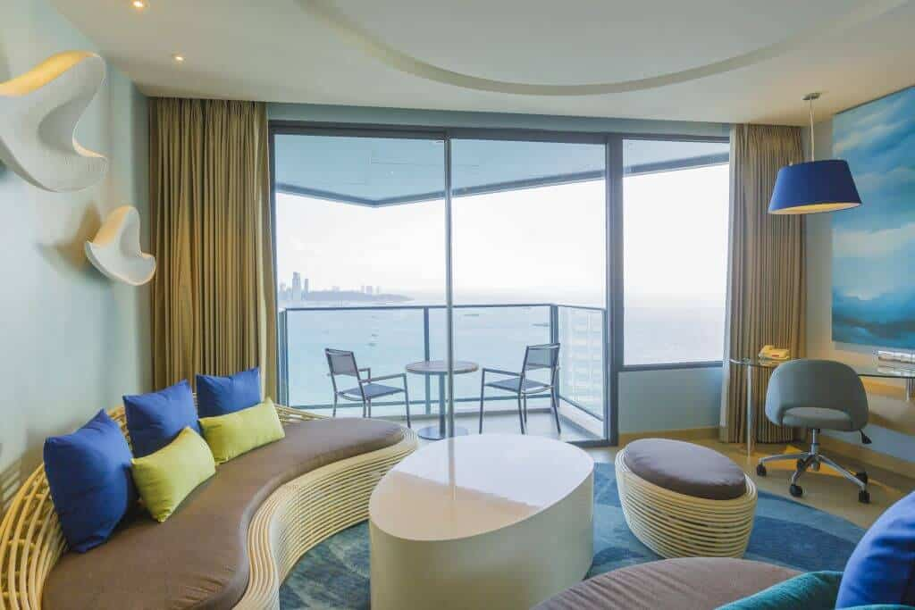 Holiday Inn Pattaya offers a selected choice of executive suites with ocean view. Thailand Event Guide