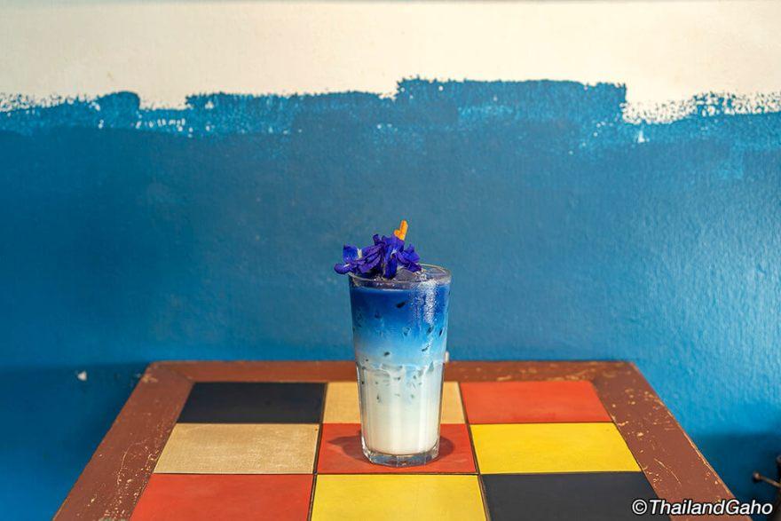 ブルー ホエール カフェ