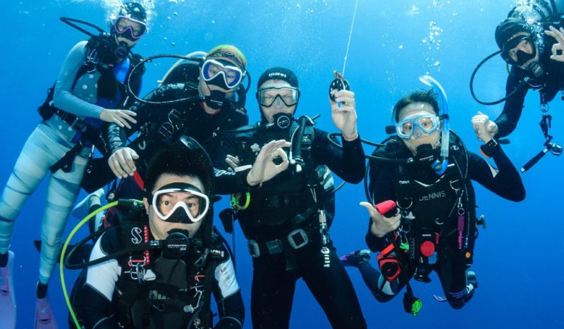 Divemaster with customers