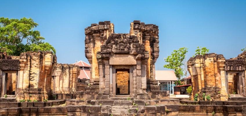 Wat Sra Hin Kamphaeng Yai Stone Castle (ปราสาทหินวัดสระกำแพงใหญ่)