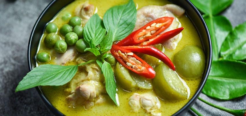 Gaeng Keow Wan Gai or Green Chicken Curry