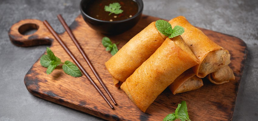 Poh Pia Tod or Thai Spring Rolls