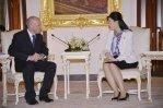 Kent meets Yingluck