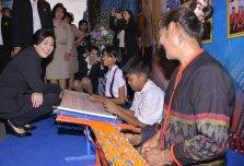 Yingluck talking to children