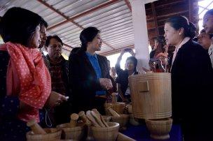 Buriram - Yingluck listening to Thai women