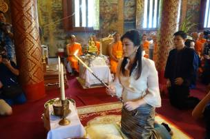 Yingluck performing prayers