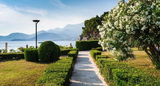 набережная святого Стефана в Черногории