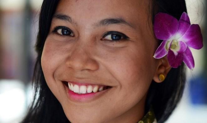 почему они тайцы всегда улыбаются