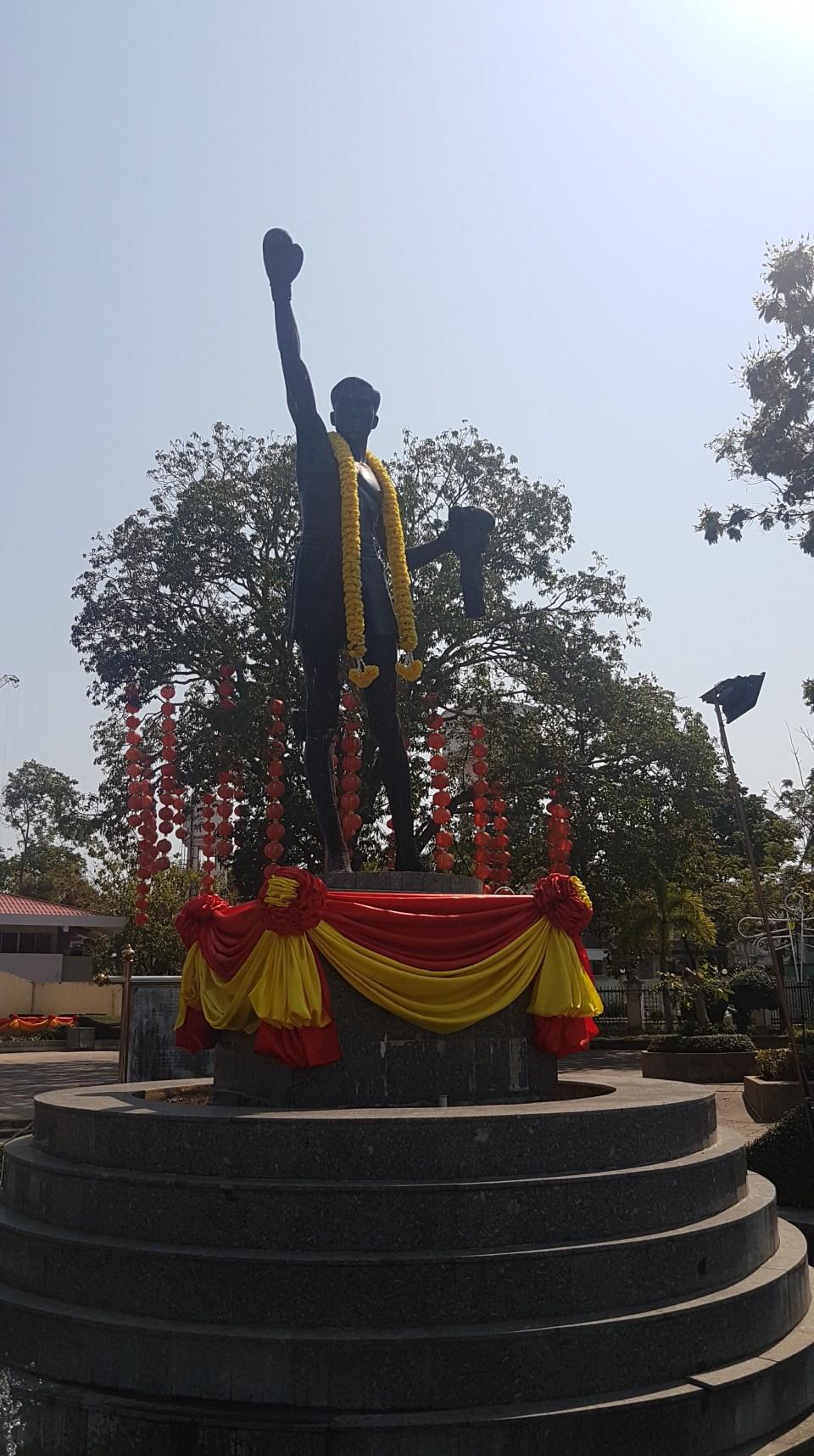 Statue av Pone Kingpetch