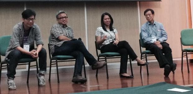 (จากซ้ายไปขวา) อาทิตย์ สุริยะวงศ์กุล, Donny Budhi Utoyo, Irene Poetranto, Peng Hwa Ang