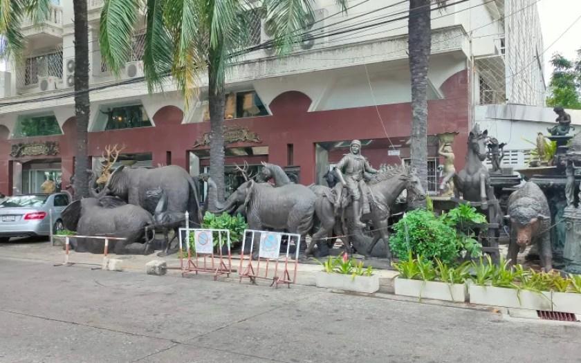 bang rak charoenkrung statue