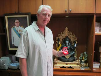 Dr. Anthony B James receives the UTTS Hanuman Award