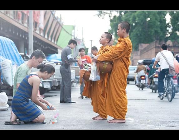 泰国和尚 化缘