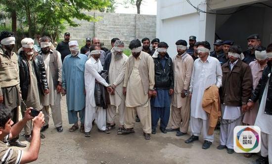 巴基斯坦女子助闺蜜私奔遭荣誉处决 其母支持
