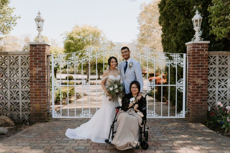 bride and groom with mom at eastwind ny