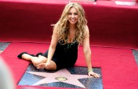 Thalia-recibe-la-primera-estrella-en-el-paseo-de-la-fama-a-una-cantante-mexicana