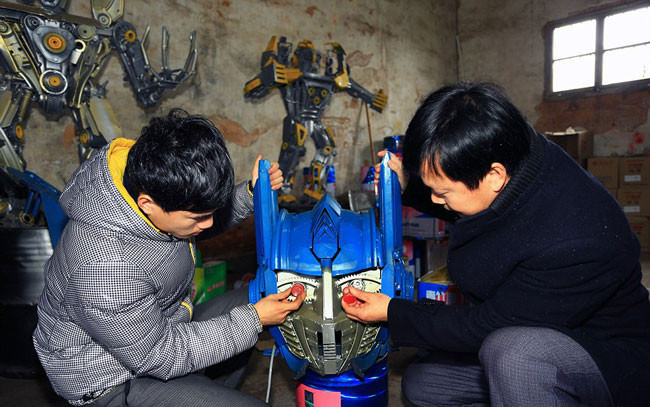 In-China-farmers-build-Transformers-replicas-out-of-junk-then-sell-them-for-1600001-650x407