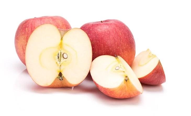 Can dog eats apple core?