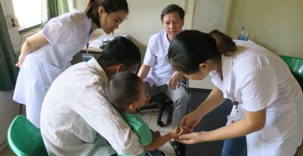 Quỹ Bảo trợ trẻ em hỗ trợ kinh phí phẫu thuật cho 6 trẻ em khuyết tật vận động