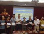 Dự án Đầu tư chỉnh trang đô thị tại khu đất số 4 phố Trần Phú:  Quận Ngô Quyền trao tiền thưởng, cấp giấy chứng nhận quyền sử dụng đất tái định cư cho các hộ sớm bàn giao mặt bằng