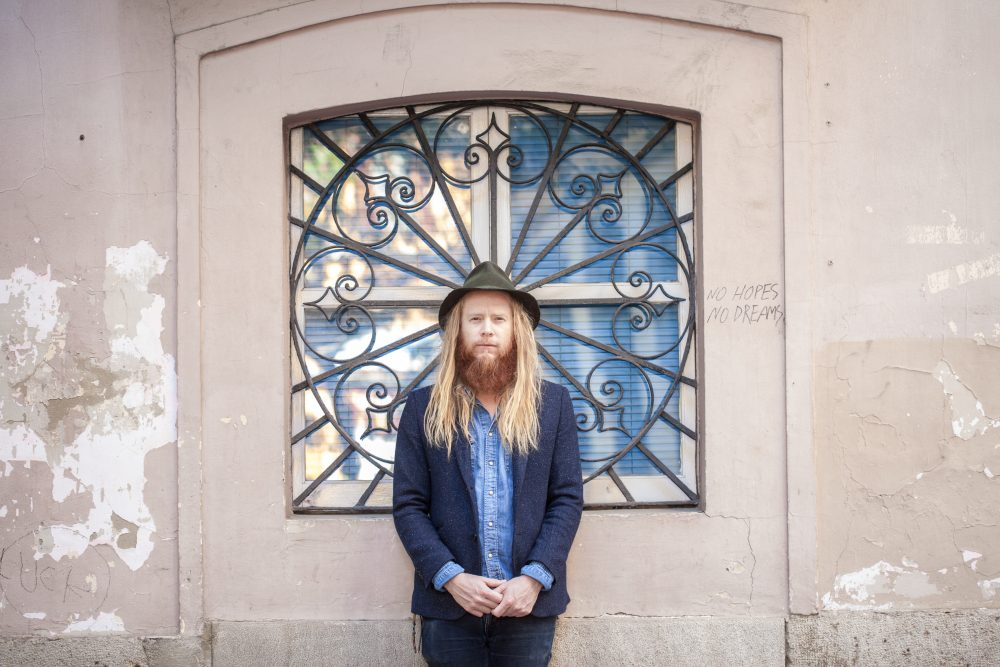 New Video Premiere: Stu Larsen - Chicago Song