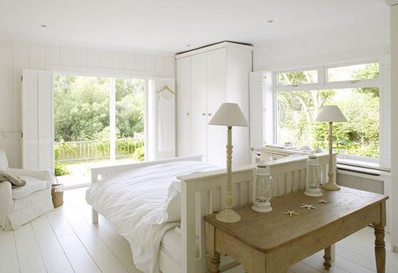 pat alb in mijlocul camerei de odihna