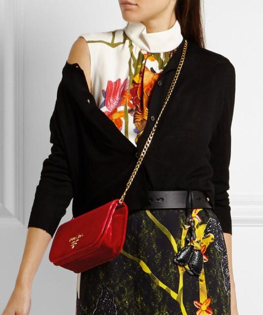 Geanta PRADA Wallet On A Chain velvet shoulder bag