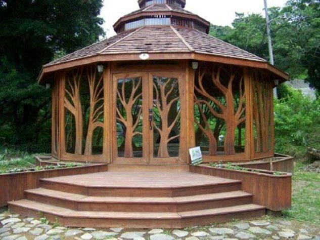 foisor cu lemn sculptat