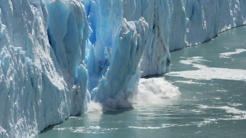 ذوبان الثلوج بسبب الاحتباس الحراري