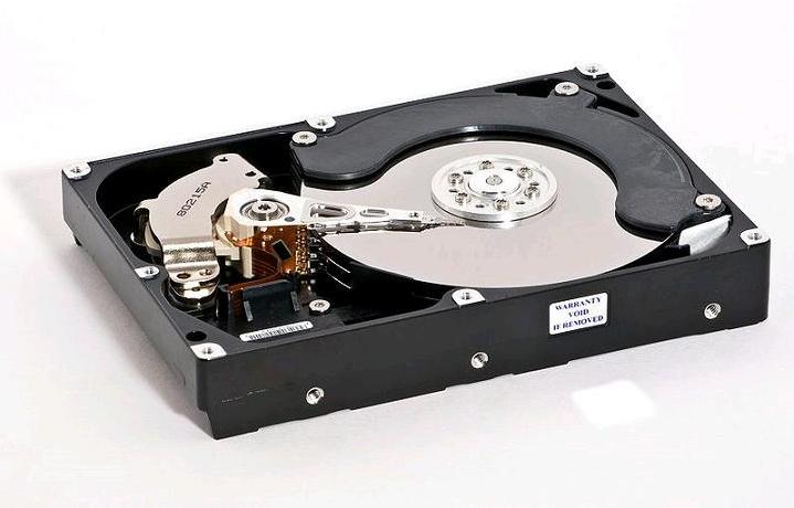 الفرق بين HDD و SSD القرص الصلب