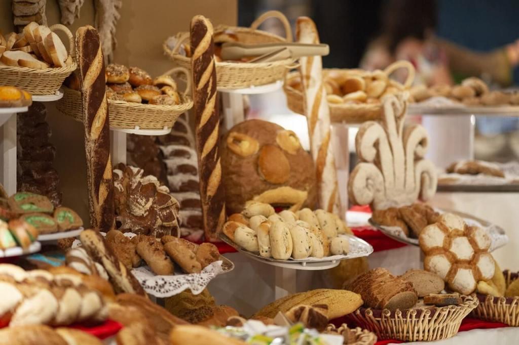 الكربوهيدرات المكررة البسيطة المعقدة من مصادرها الخبز