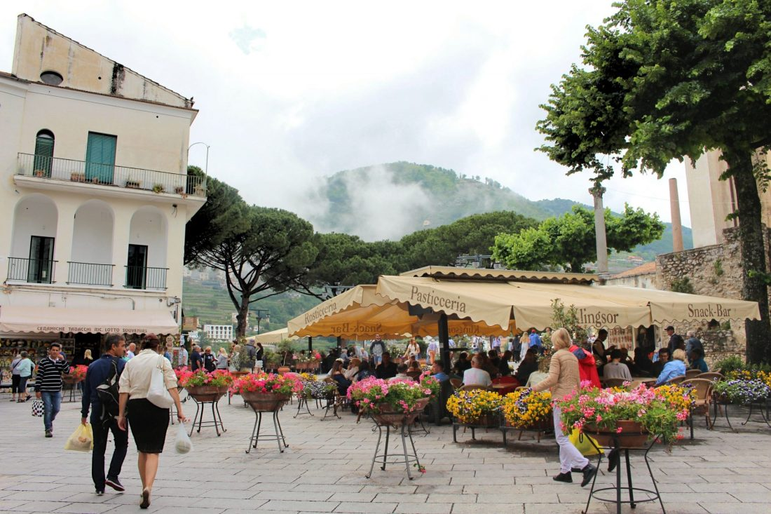 Amalfi Coast - The 5 Best Things To Do For Free - Ravello Piazza