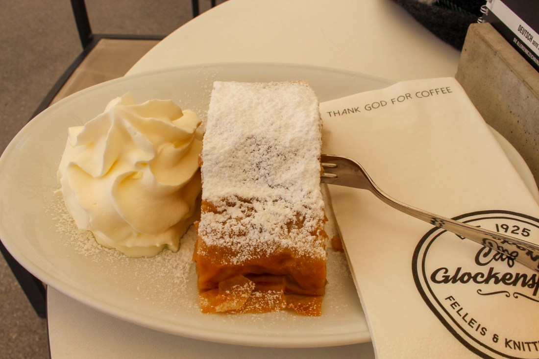 Salzburg itinerary - apple strudel at Cafe Glockenspiel