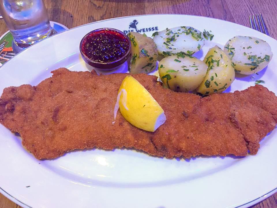 Sakzburg itinerary - schnitzel at Die Weisse