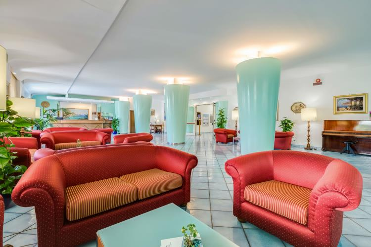 The reception of the Best Western Hotel La Solara - The best hotels on the Amalfi Coast for all budgets