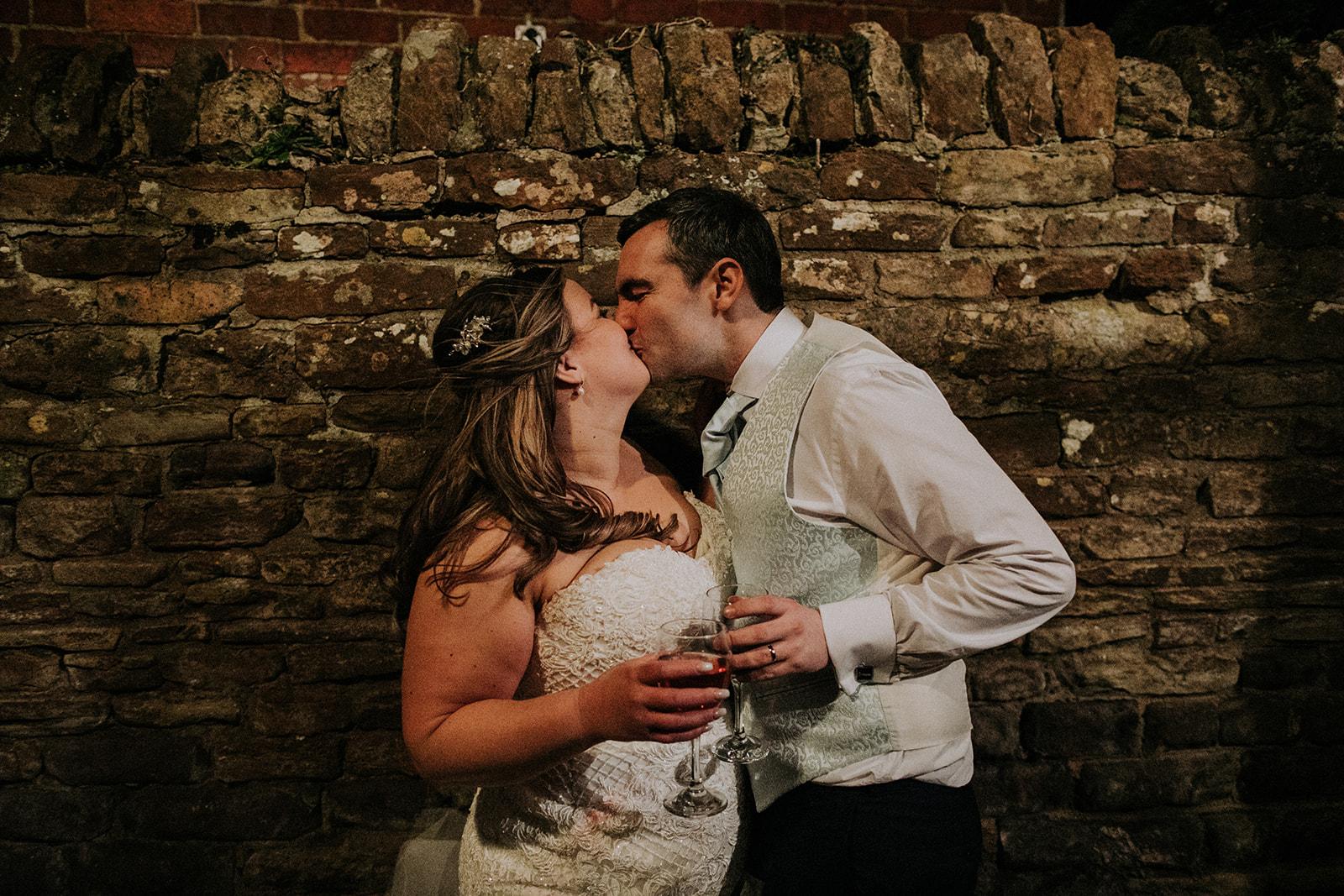 rutland wedding - fun wedding - east midlands wedding planner - Leicestershire wedding planning - nottingham wedding planning - bride and groom kiss
