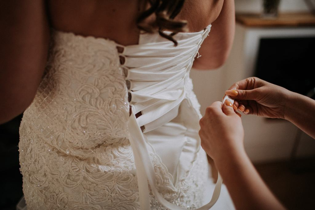 bride getting ready - that black and white cat - east midlands wedding planner - leicestershire wedding planner - nottingham wedding planner